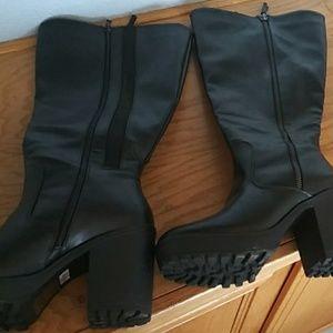 Size 10 Torrid black go go style boots
